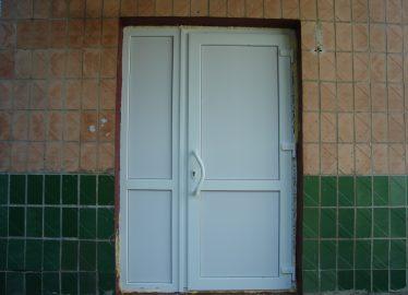 Дверь входная группа малиновка детский сад